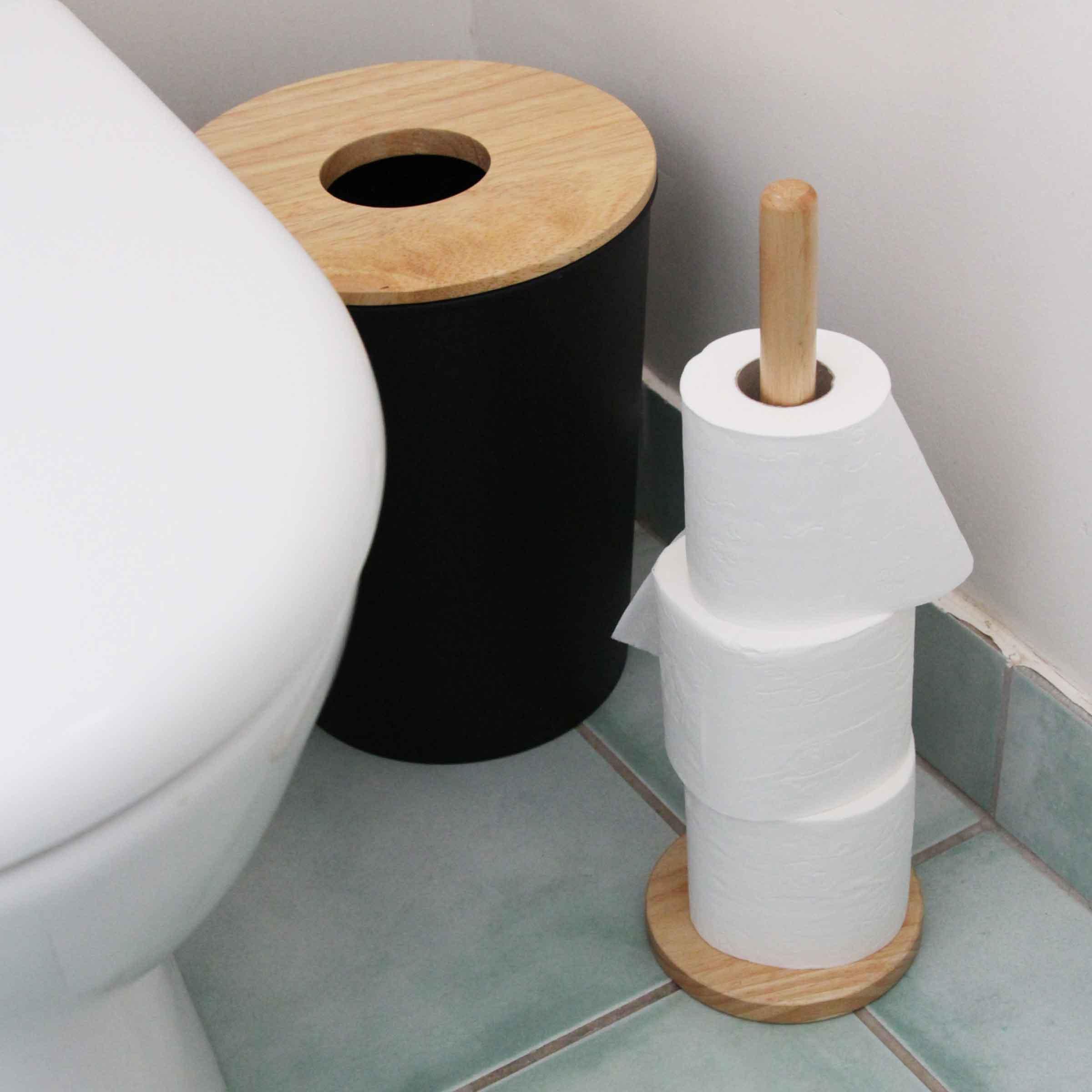poubelle de salle de bain noire avec couvercle troué en bois clair 7 litres